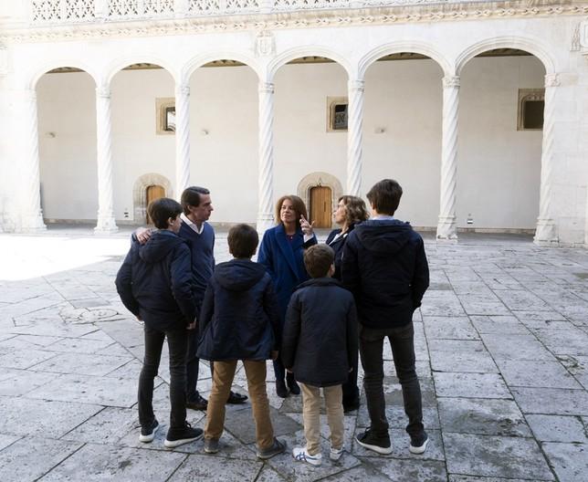 Aznar visita el Museo de Escultura y se reúne con Carnero