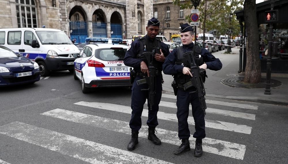 Cuatro policías muertos en un ataque con cuchillo en París