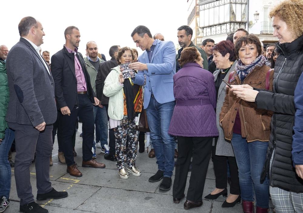 Pedro Sánchez se da un paseo por Segovia