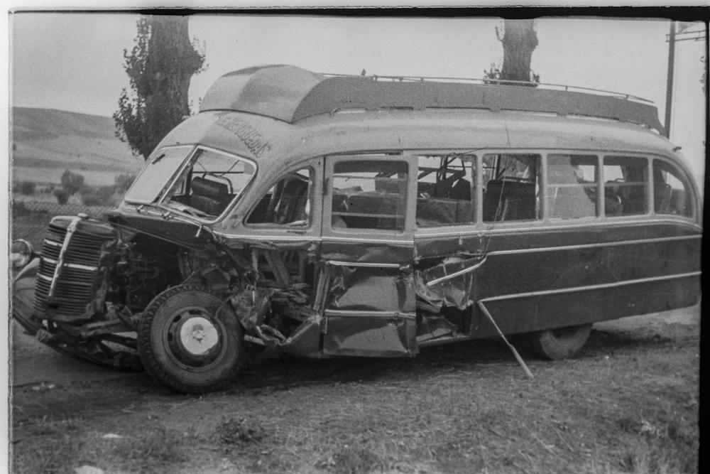 El tren de mercancías arrastró al vehículo 150 metros.