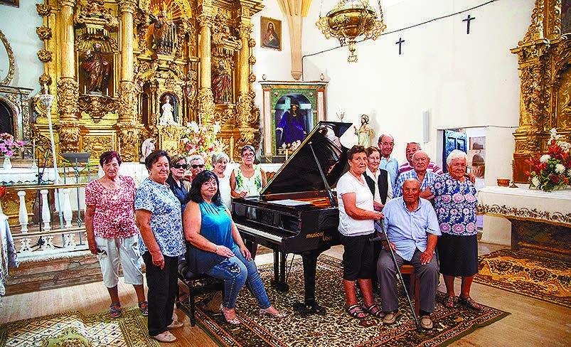 El piano de cola, dentro de la iglesia el año pasado.