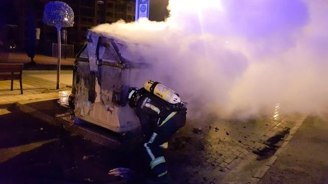 Incendio de un contenedor. @BomberosBurgos