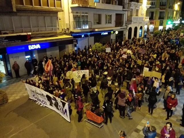 Numerosos manifestantes a su paso por Carretería JLE