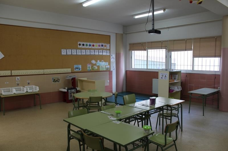 Iniesta inicia el curso escolar con mejoras en sus centros