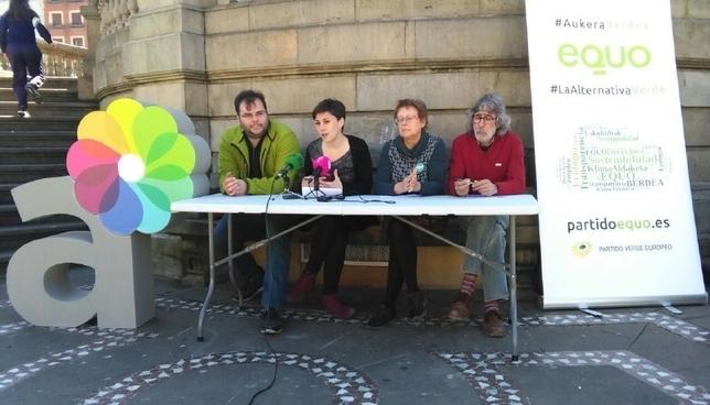 Miembros de Aranzadi y Equo en una rueda de prensa anterior