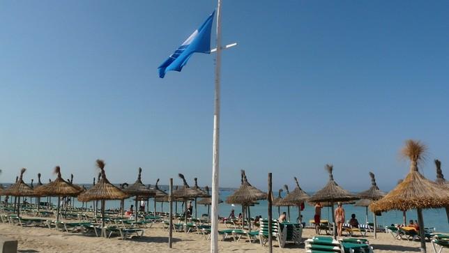 España pierde 24 banderas azules en sus playas CORT