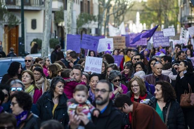 Ciudad Real se tiñe de morado por el 8-M Pablo Lorente