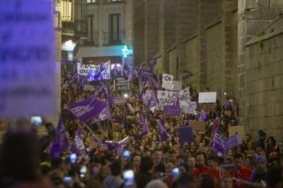 El 8M tiñe las calles de Toledo con más violeta que nunca