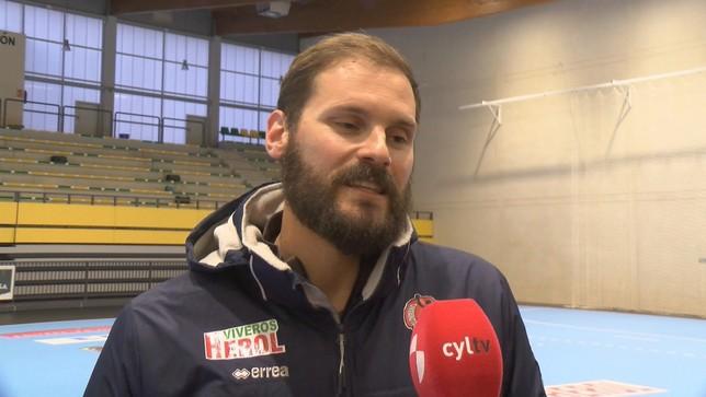 El jugador de BM Nava, Adrián Rosales ultima su recuperación