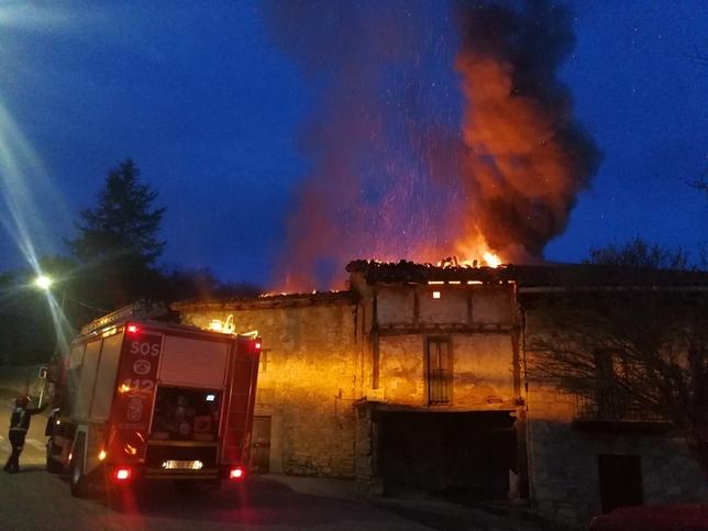 El incendio de dos casas  en Irús hizo temer por un barrio