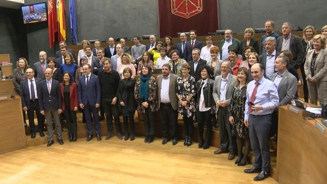 Foto de familia de los parlamentarios y miembros del Gobierno  NATV