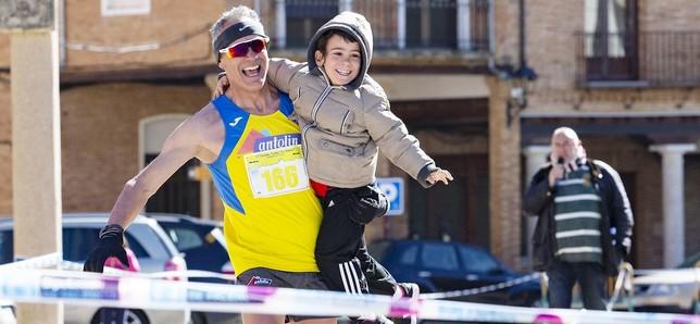 Los atletas desafían al viento en Paredes Sara Muniosguren