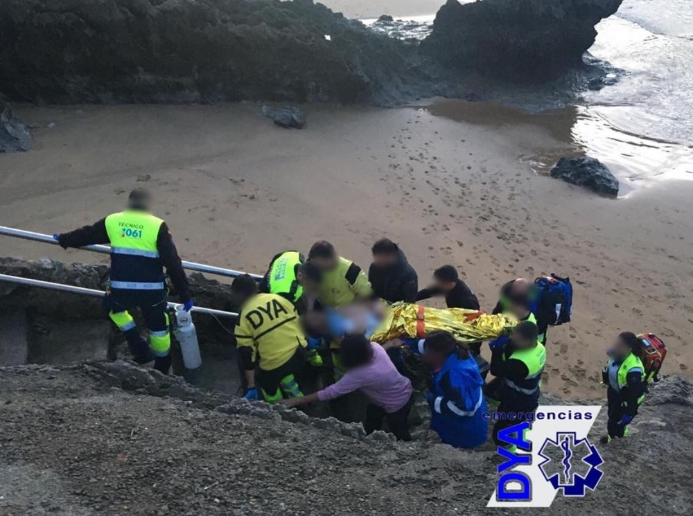 Un surfista navarro, crítico tras desplomarse en Islares