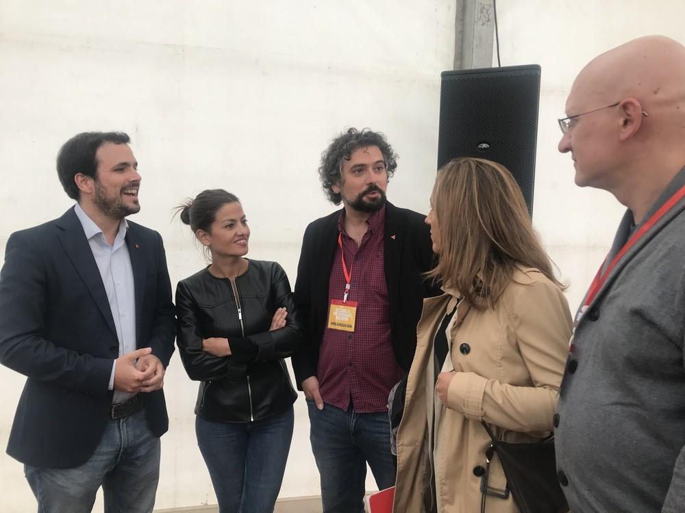 Garzón conversa con Rego, Sarrión, Peñalosa y el politólogo Modesto Gayo