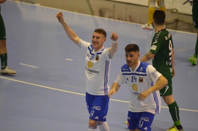 Víctor Tejel celebra el gol del empate para Zaragoza Asier Cotelo