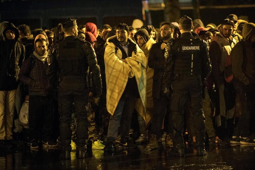 La Policía desaloja un campamento de migrantes en París