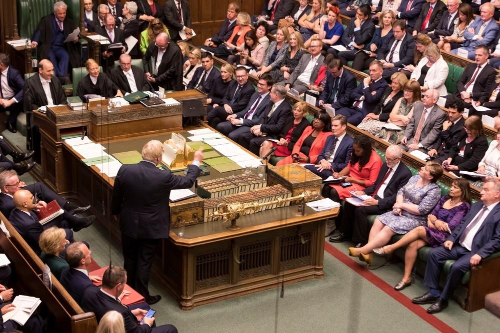 El Parlamento quita a Johnson el control sobre el Brexit