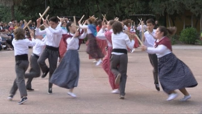 El grupo de danza txiki 'Yona' está formado por medio centenar de chicos y chicas NATV