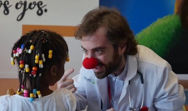 Una emotiva imagen del doctor Cepillo. FEDA