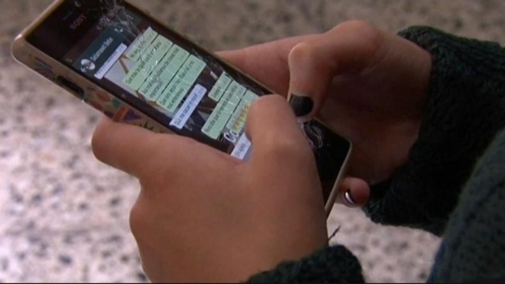 Adictos al móvil: niños navarros pasan 803 horas en internet