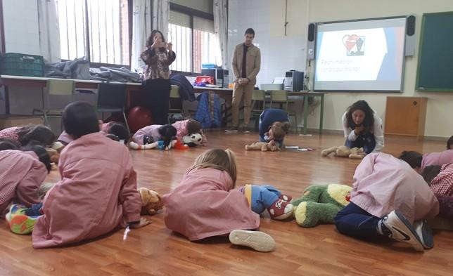 Quirónsalud enseña a alumnos a actuar en emergencias