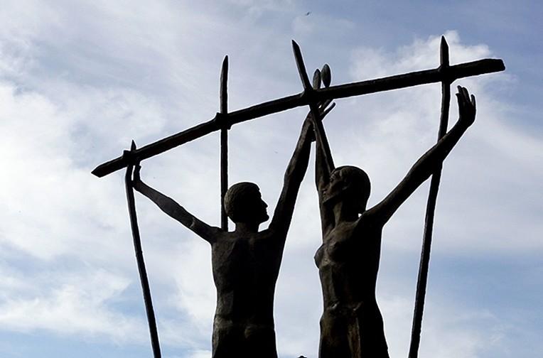 Homenaje a los represaliados levantado junto al Teatro Clunia.