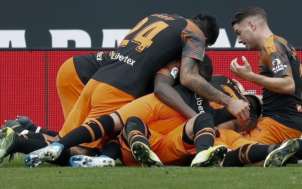 El Valencia remonta en Cornellà