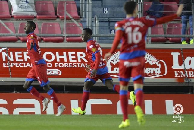 El Numancia y el Málaga firman tablas en un intenso partido
