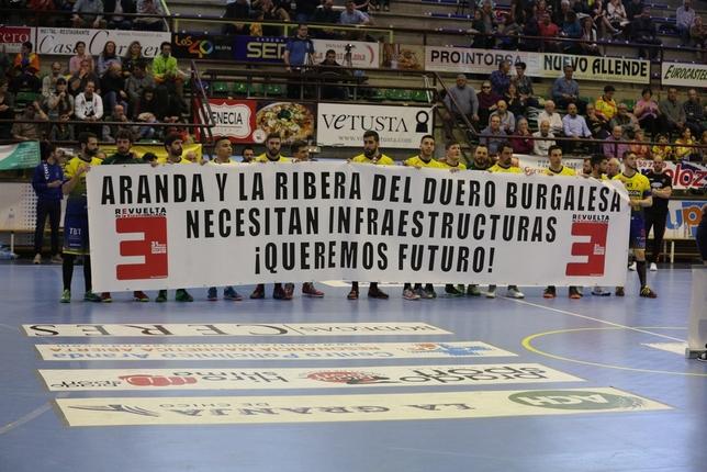 La plantilla amarilla se solidarizó con los problemas de infraestructuras de la 'España vaciada' Julio Calvo Recio