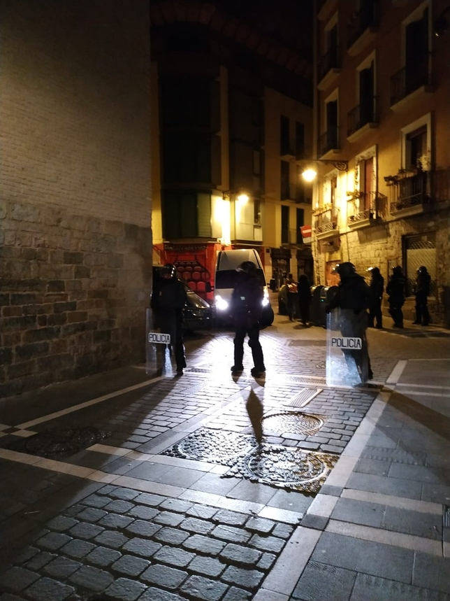 La policía entra de madrugada en Marqués de Rozalejo