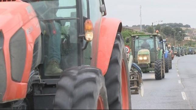 Caravana de tractores para exigir la llegada del Canal Archivo NATV