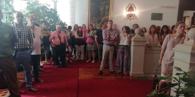 Concentración a las puertas de Diputación