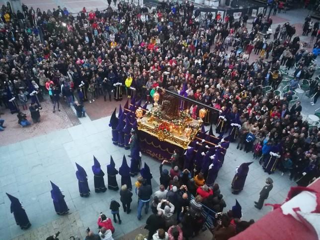 La procesión de Nuestro Padre Jesús Nazareno salva la lluvia