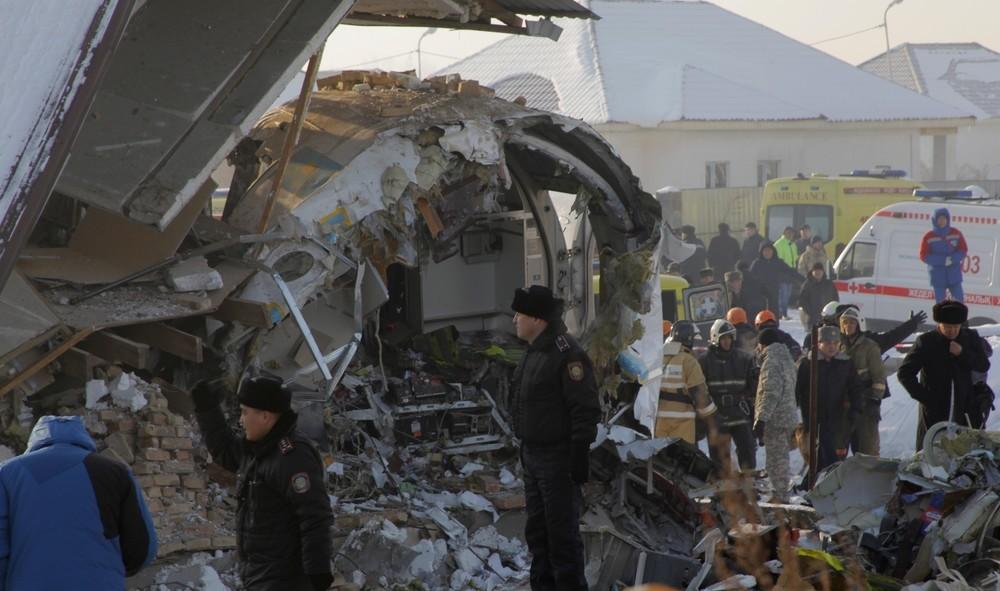 Al menos 15 muertos al estrellarse un avión en Kazajistán