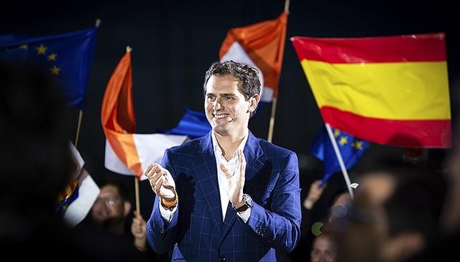 España decide su futuro entre dos grandes bloques David Zorrakino