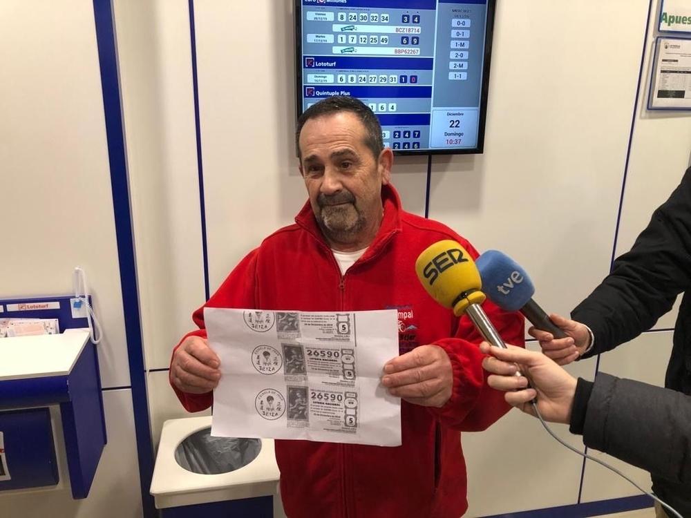 Miguel Ángel Garrido, abuelo de uno de los niños de la academia Seiza agraciada con el Gordo