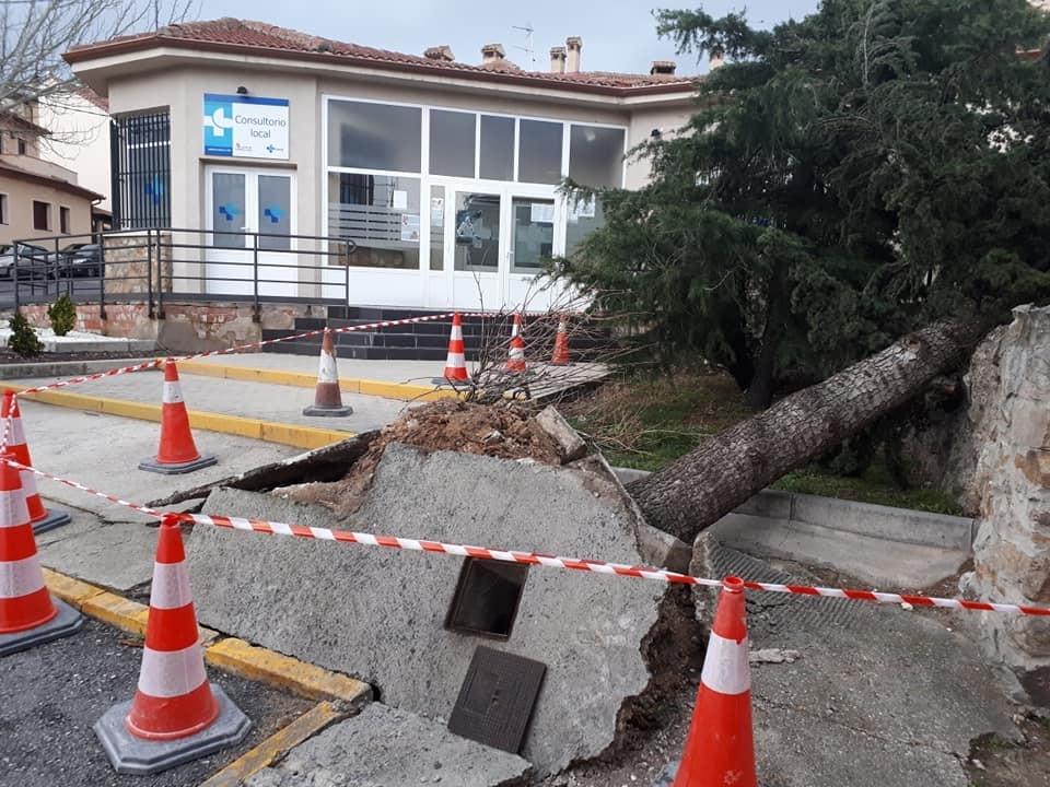 Destrozos en Torrecaballeros y problemas en carreteras