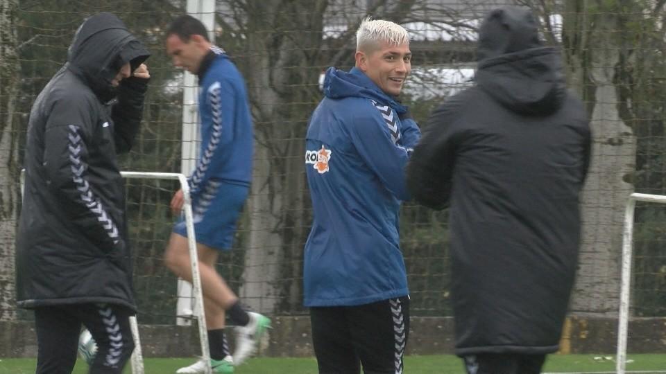 El argentino bromeaba con Arrasate al término de la suave sesión de entrenamiento