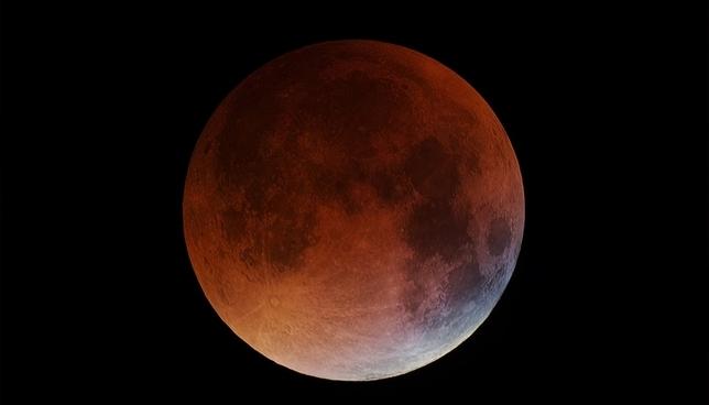 La Luna 'celebra' los 50 años del 'Apolo 11' con un eclipse