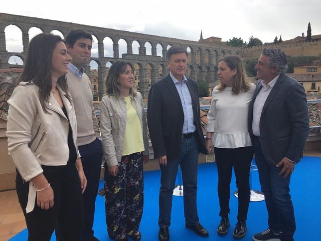 Vázquez presenta un equipo para ganar las elecciones