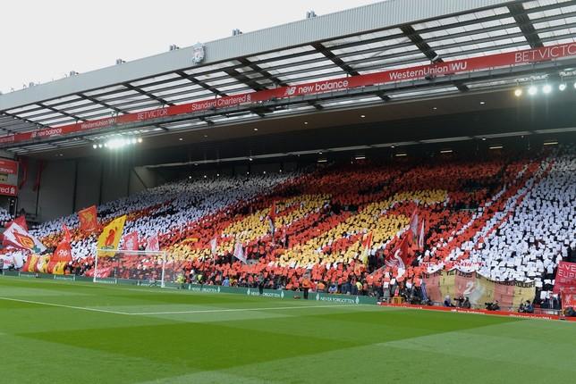 Homenaje realizado en el Liverpool - Chelsea en honor a la víctimas PETER POWELL