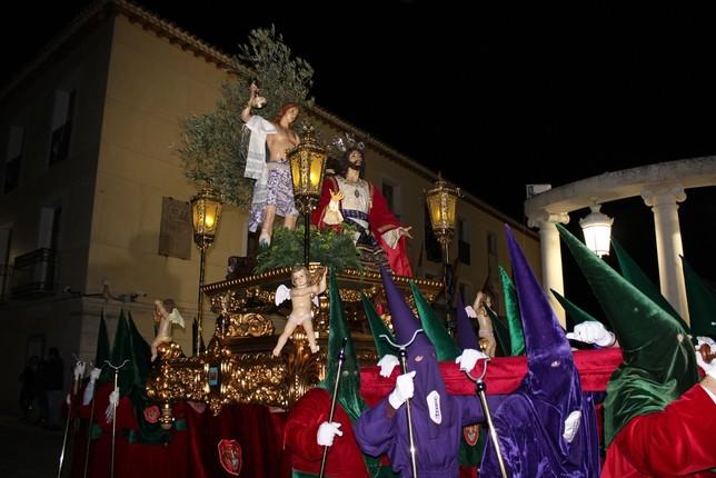 Paso de la Oración en el Huerto de la Hermandad de San Juan por la plaza del Ayuntamiento. R.L.C.
