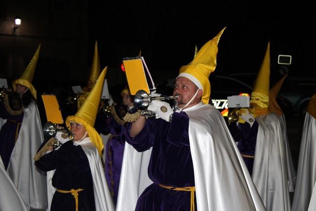Detalle de varias cornetas de la banda de la Hermandad de María Magdalena.