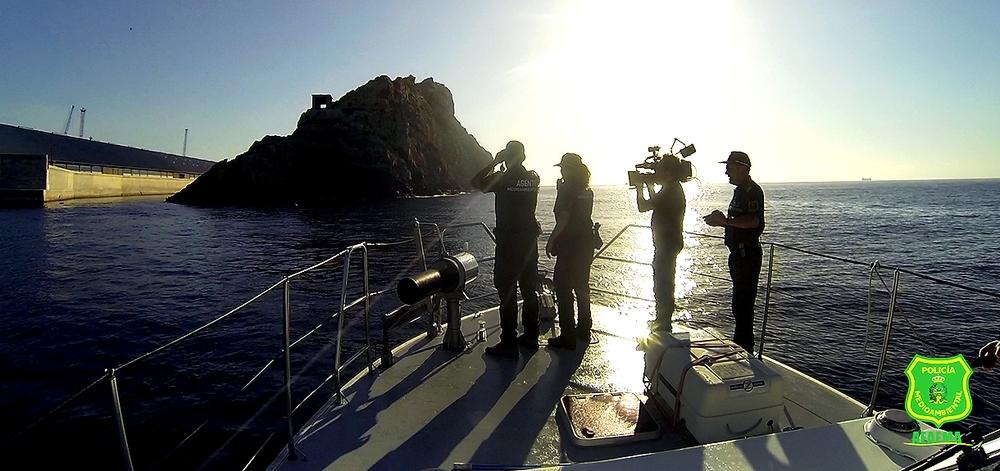 Aunque el plan de rodaje se hizo en la comarca ribereña, no se olvidaron de la labor de esta policía medioambiental en el mar.