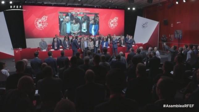 El acto tuvo lugar en la asamblea del organismo que rige el fútbol español