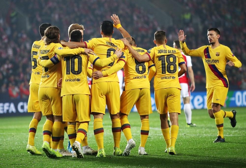 El Barcelona sufre pero gana en Praga