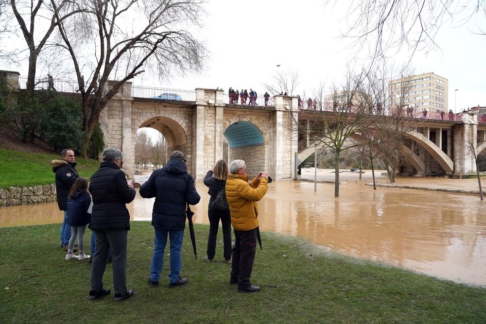 El Pisuerga se desborda en Valladolid con más de 1.100 m3