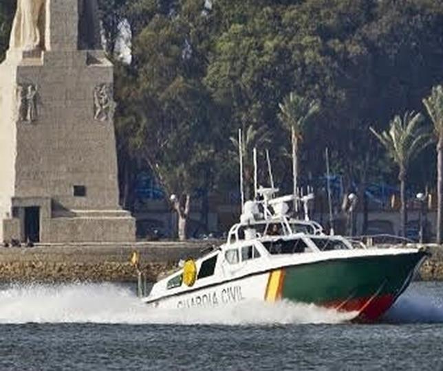 La Guardia Civil del Servicio Marítimo halló el cadáver flotando en el mar cerca del puerto deportivo de Mazagón