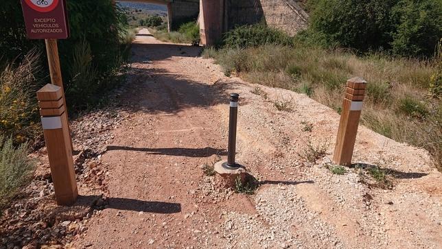Alerta del mal estado de la vía verde Santander-Mediterráneo
