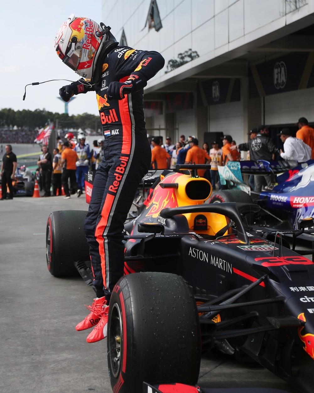 Verstappen gana en Brasil con remontada épica de Sainz